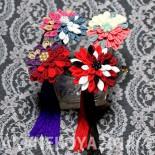 菊花のかんざし2種4カラー。 赤猫家定番の下がりが取り外せるタイプのものです。 左上から時計回りにベリーソーダ、フランボワーズ、錦鯉、アンティーク。 (2014.05)