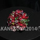 大阪北堀江アヴェリドソワ納品のつまみ簪。 お持ち込みのアンティーク生地使用。(2014.10制作) 小花の花束部分と藤さがり部分はそれぞれ使えるように別々で制作しました。