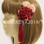 庚申(こうしん)バラのヘアアクセのセット。:装着イメージ まとめてつけると存在感のある大きなかたまりになりますし 小さなバラだけ使用しても控え目で良いかと。 (2014.11)