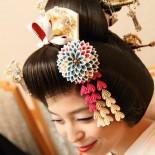大輪菊花:モデル着用 友人の結婚式用のかんざし。 お写真いただいたのでUPします。 (Copyright:EXTRA PHOTO AGENCY 2011)