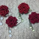 庚申薔薇の帯留め。 薔薇の色も微妙に2種類あるのがわかるでしょうか…? (2013.08)